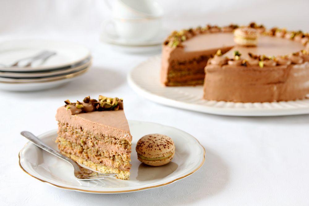 עוגת פיסטוק במילוי קרם שוקולד