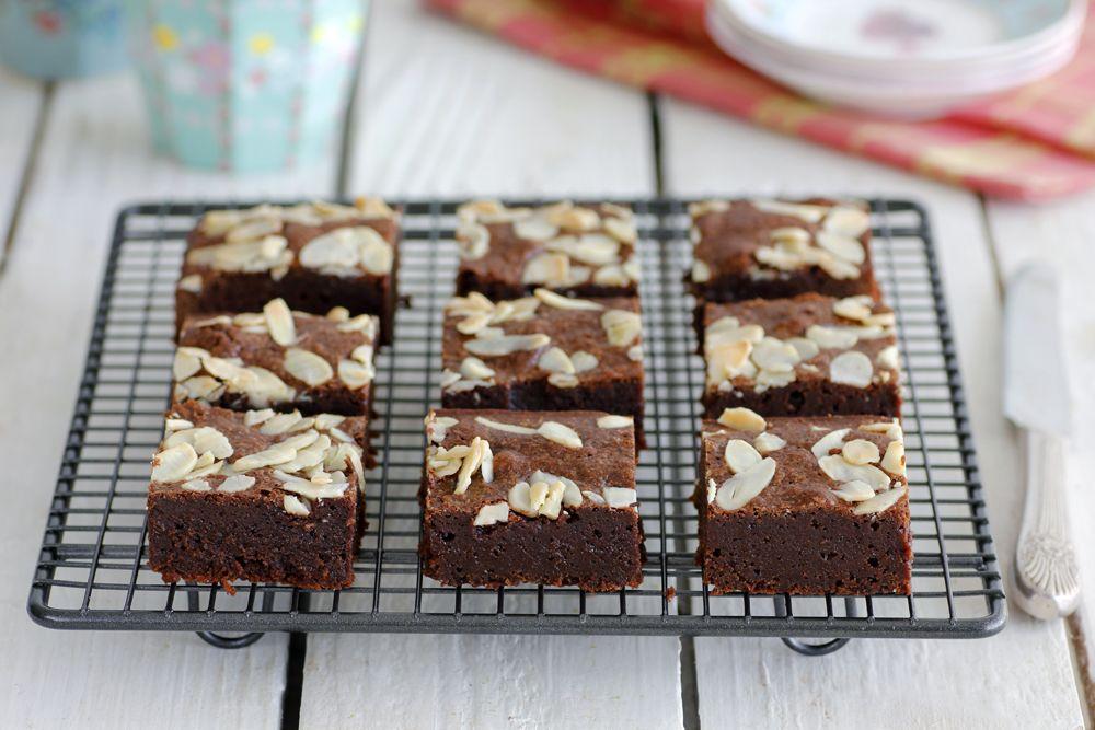 בראוניז שוקולד ושקדים ללא גלוטן   צילום: נטלי לוין