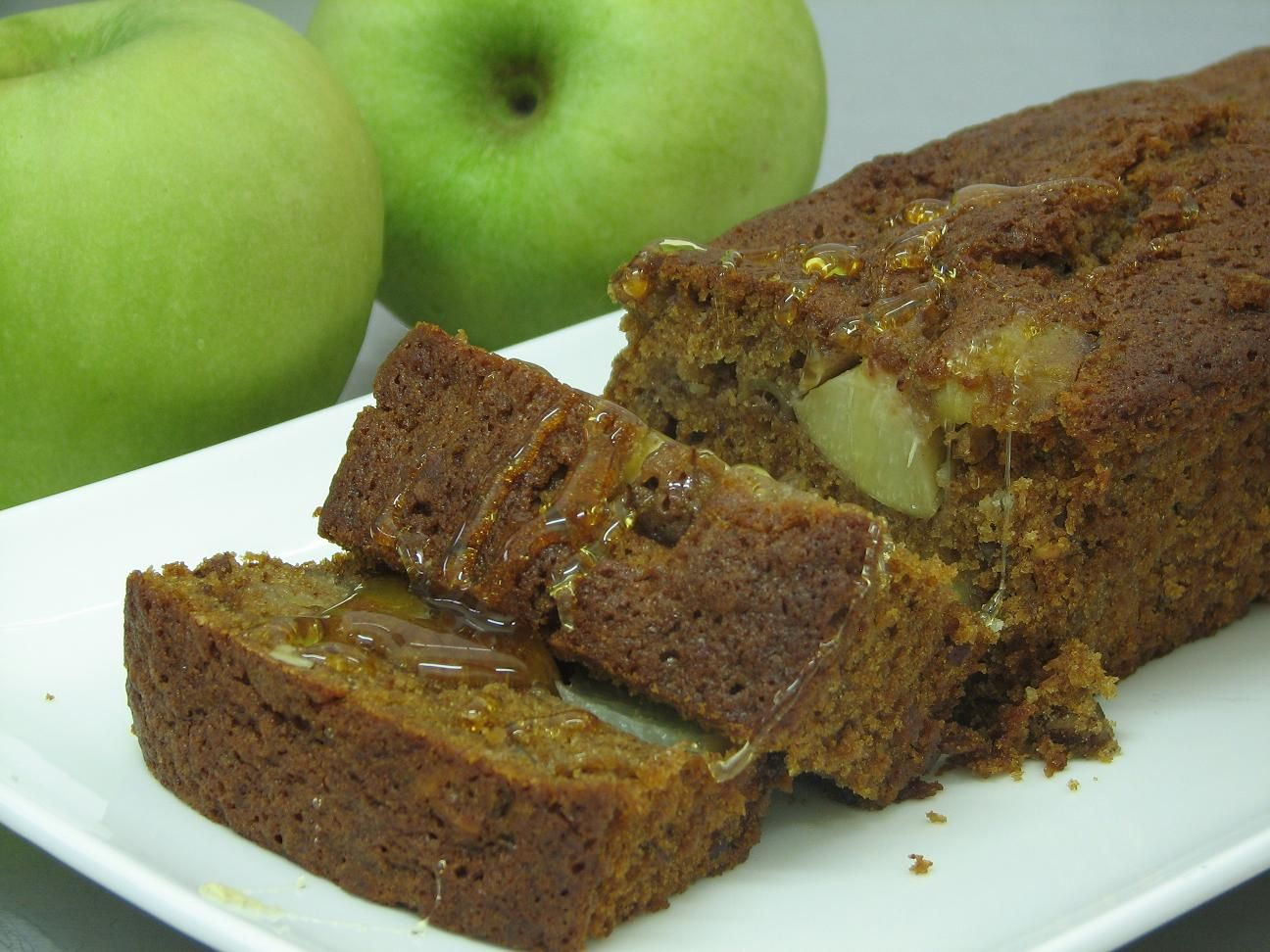 10 מתכונים לעוגות דבש: עוגת דבש עם אפרסקים