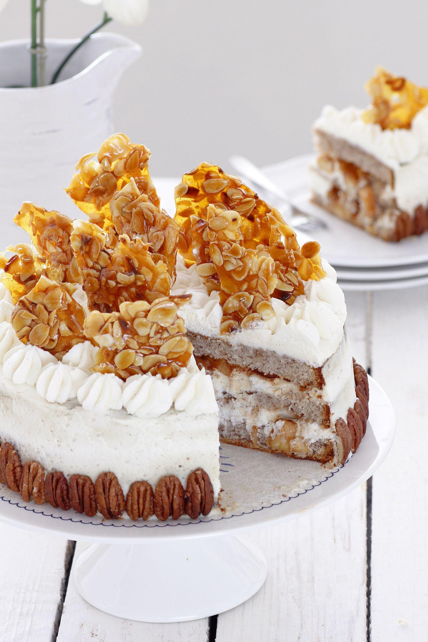 עוגת שכבות פקאן ותפוחים מקורמלים עם קרם מסקרפונה | צילום: נטלי לוין