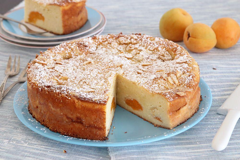עוגת משמשים וריקוטה עם שקדים | צילום: נטלי לוין
