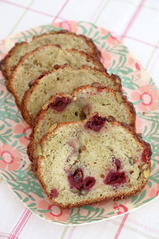 עוגת שיש פיסטוק ודובדבנים | צילום: נטלי לוין
