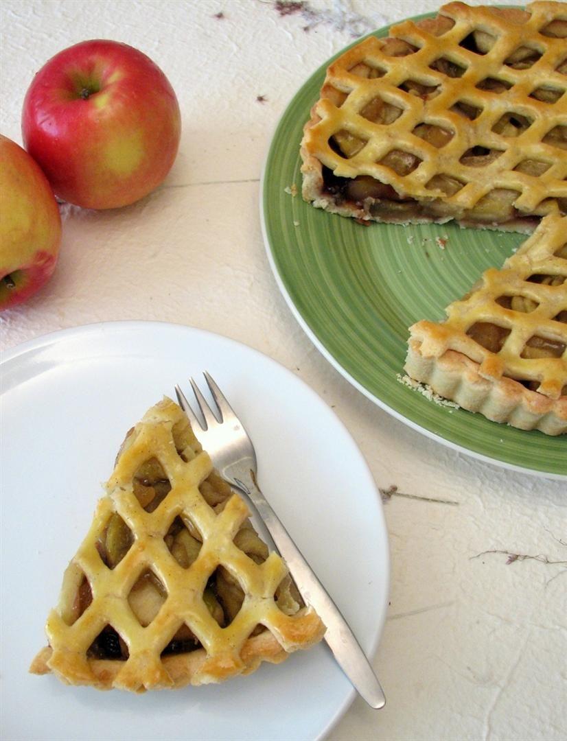 פאי תפוחים עם קונפיטורת פטל | צילום: נטלי לוין