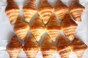 קרואסון חמאה קלאסי | צילום: נטלי לוין