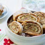 עוגיות מגולגלות עם ממרח תמרים ואגוזים. צילום: בני גם זו לטובה