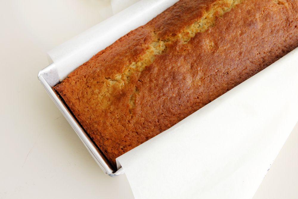 עוגת קוקוס עם משמשים וחמוציות | צילום: נטלי לוין