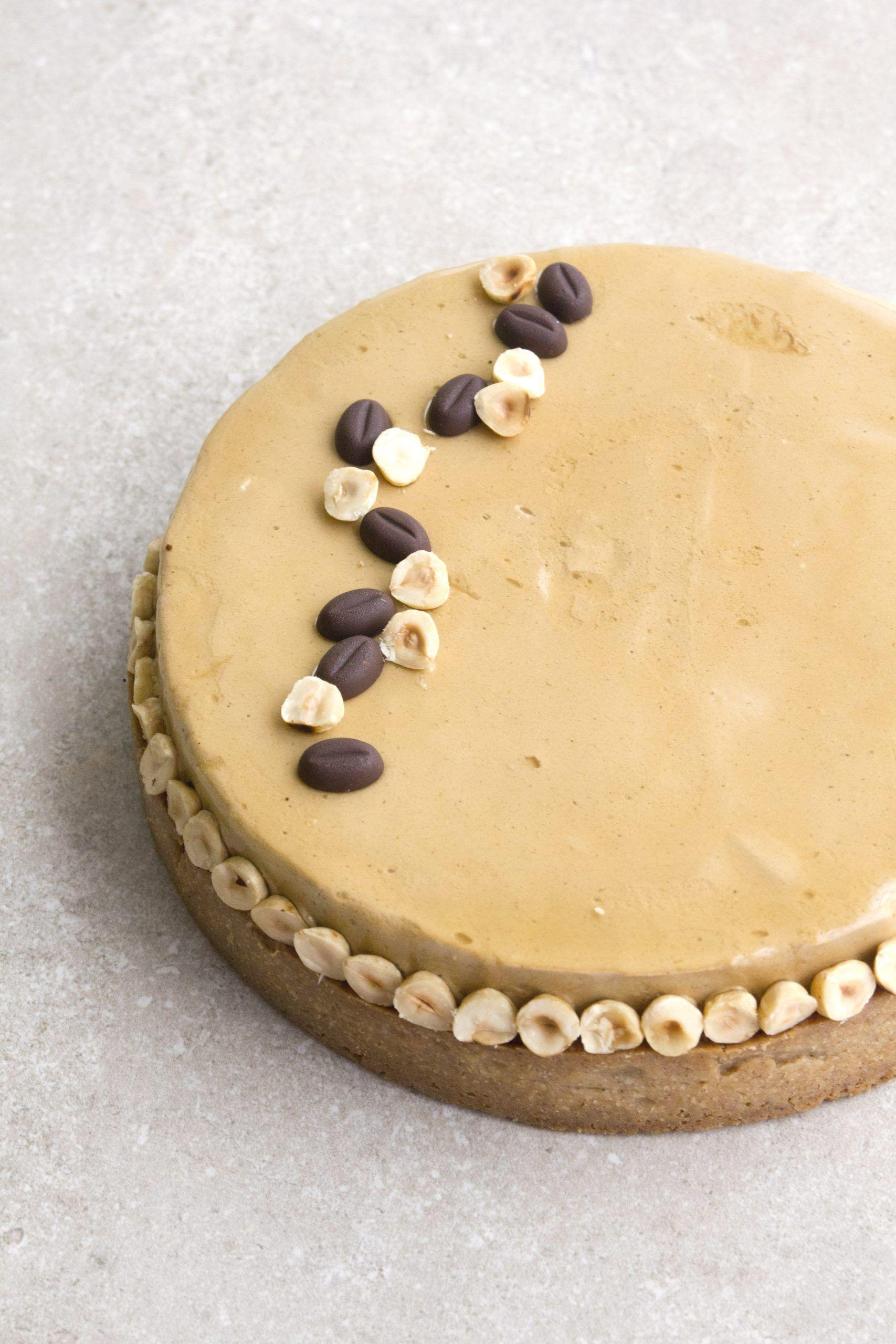 טארט קפה, אגוזי לוז ותבלינים | צילום: נטלי לוין