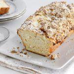 עוגת שמרים במילוי גבינה עם שטרויזל שקדים