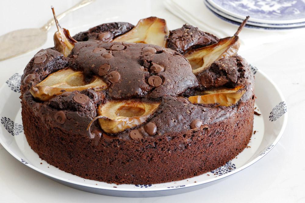 עוגת שוקולד ופקאן עם אגסים
