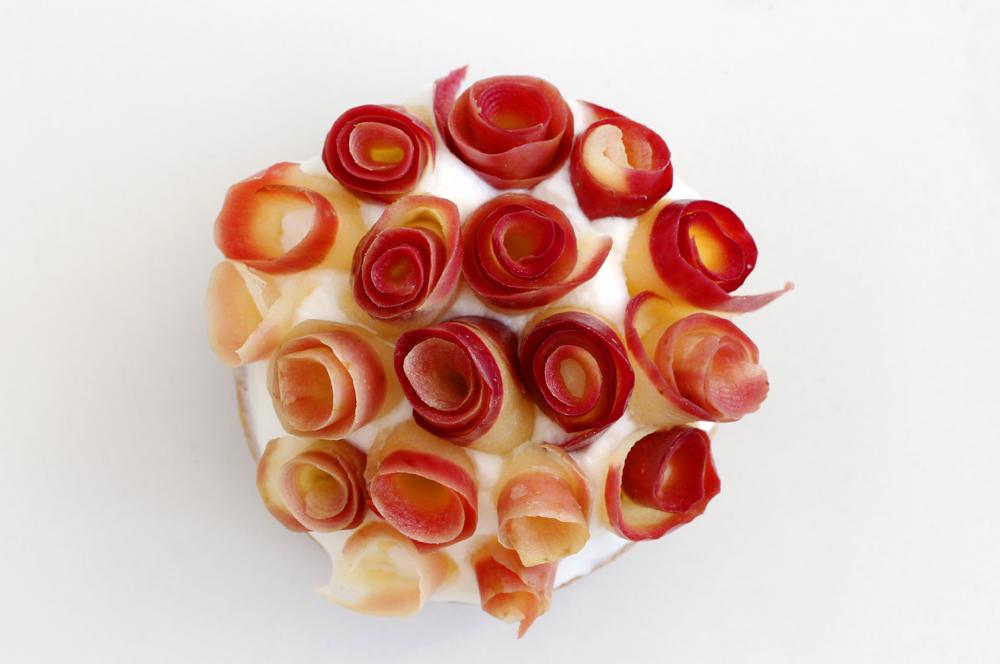 טארט ונוס – טארט תפוחים ומסקרפונה עם מי ורדים