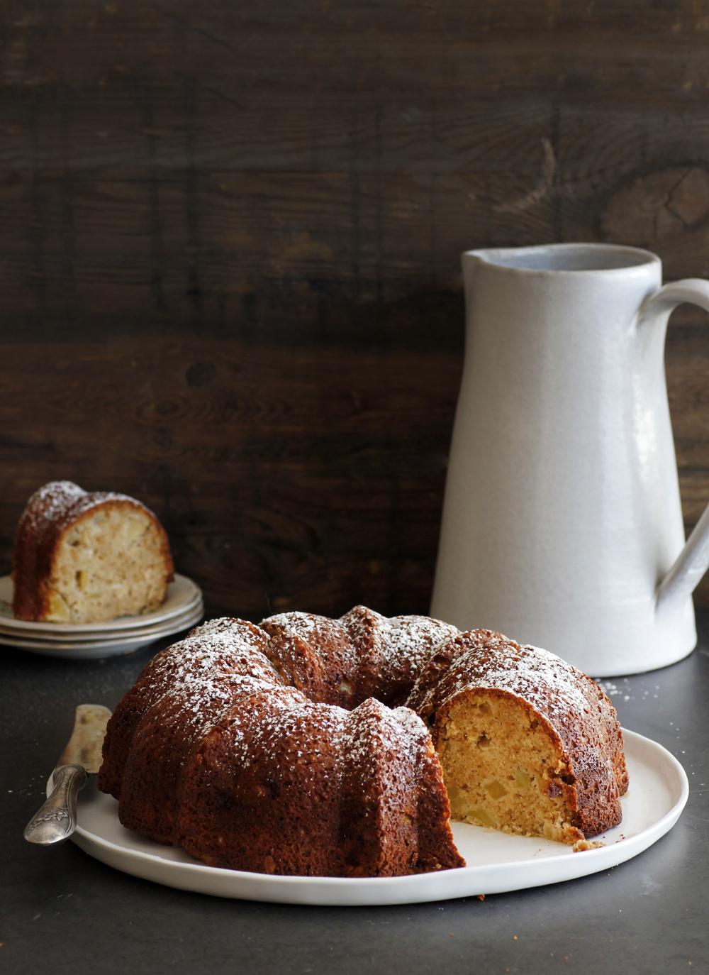 עוגת תפוחים, טחינה ושיבולת שועל