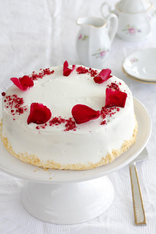עוגת גבינה עם מי ורדים וקוקוס
