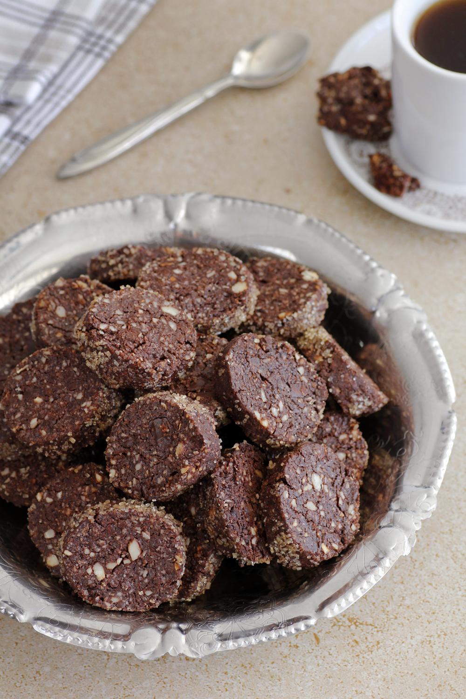 עוגיות חמאה שוקולד ואגוזי לוז