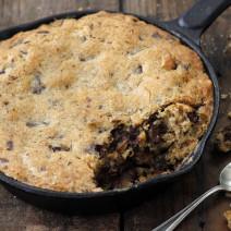 עוגיות שוקולד, חמאת בוטנים ואגוזים במחבת