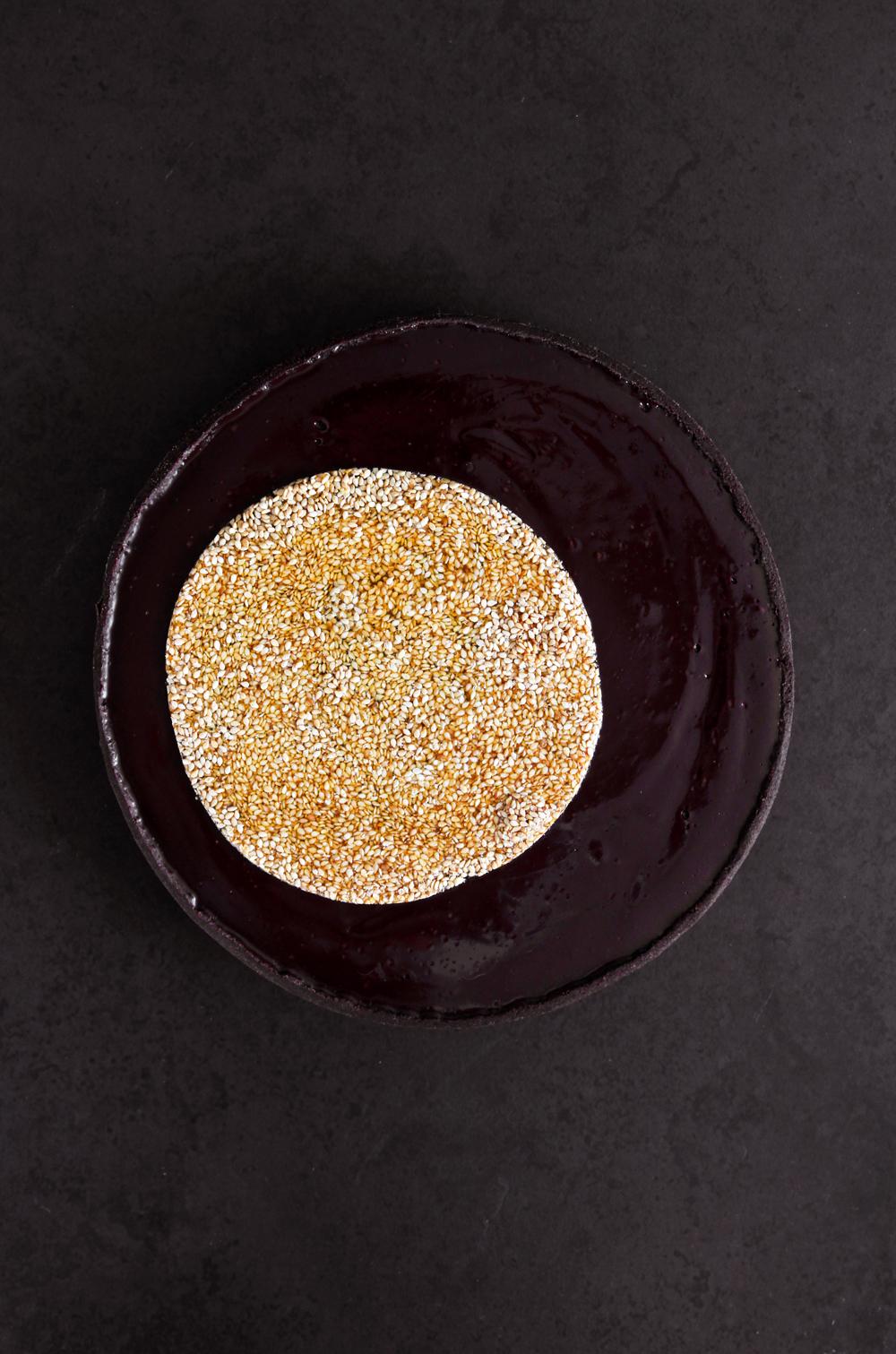 פאי שוקולד ושומשום בקרמל