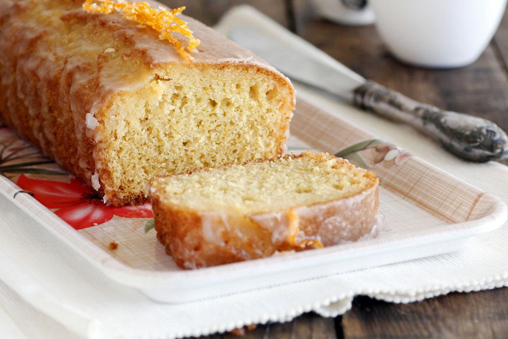 עוגת אשכולית אדומה ושקדים