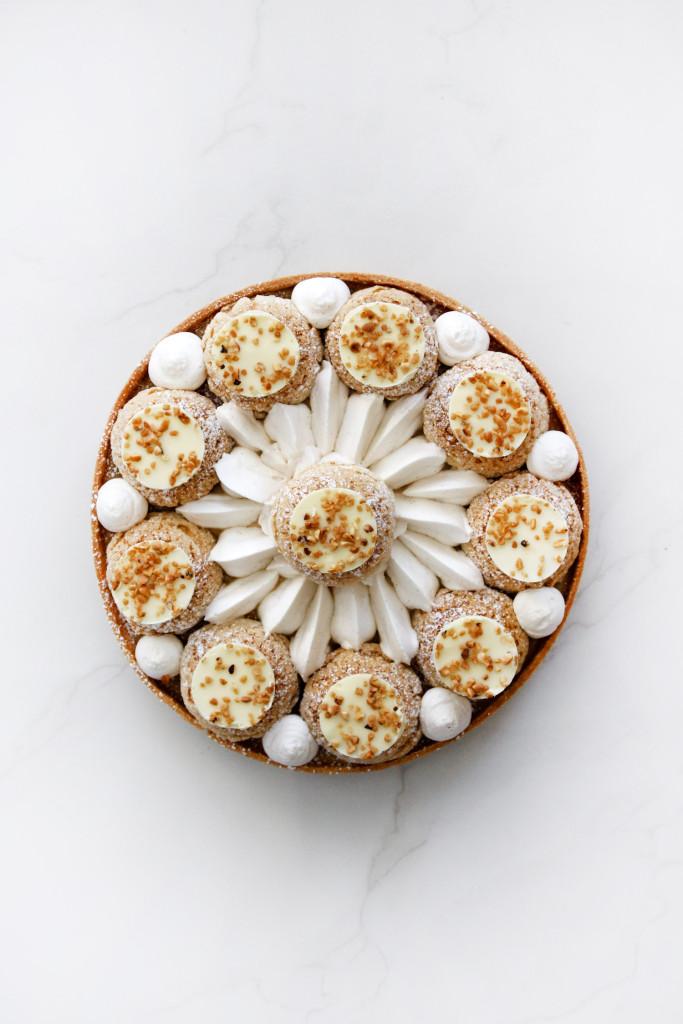 טארט סנט אונורה קרמל, וניל ושוקולד לבן