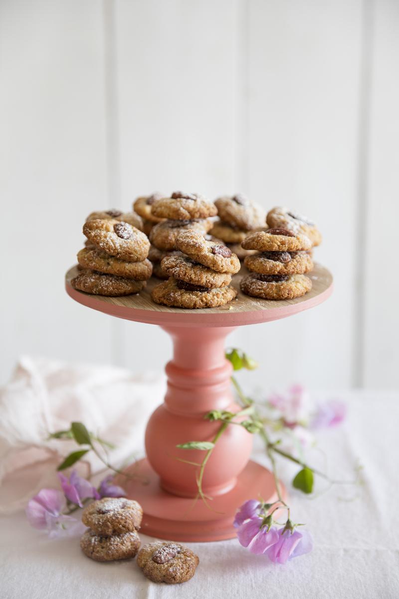 עוגיות טחינה ושקדים ללא גלוטן | צילום: יוסי סליס, סגנון: נטשה חיימוביץ'