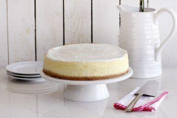 עוגת גבינה קלאסית אפויה | צילום: נטלי לוין