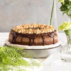 עוגת גבינה שוקולדית עם קרם חמאת בוטנים | צילום: שרית גופן, סגנון: ענת לבל