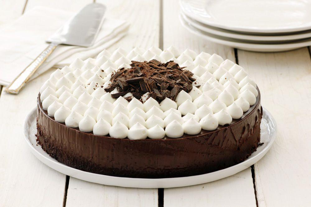 עוגת שוקולד מהירה עם ענני קצפת | צילום: נטלי לוין
