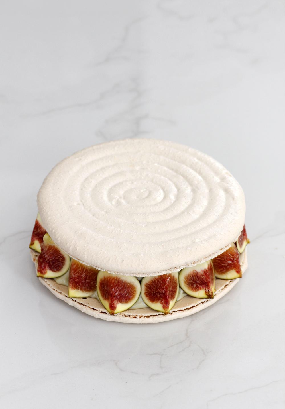 עוגת מקרון פיסטוק ותאנים עם קרם מסקרפונה