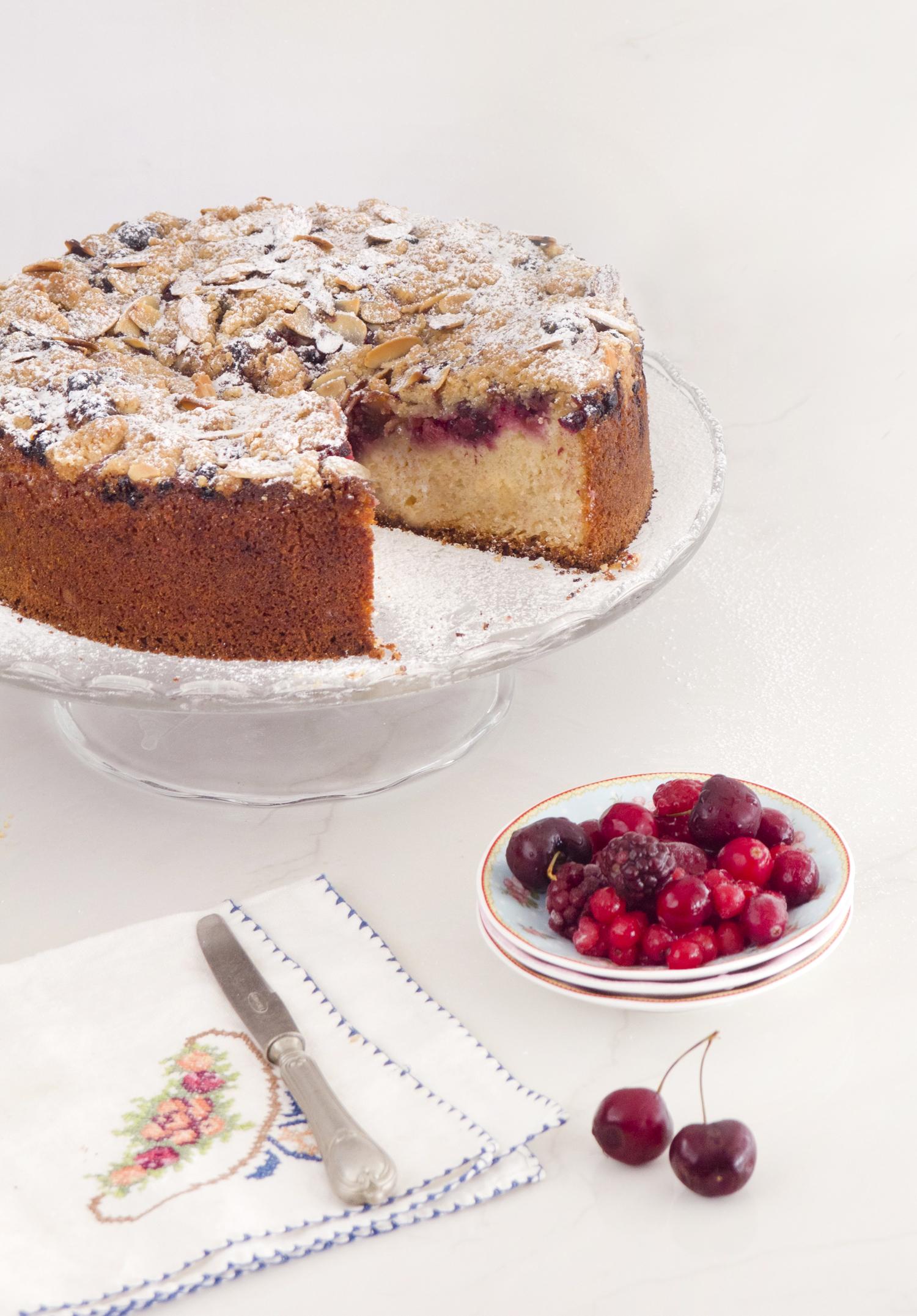 עוגת פירות יער ופירורים