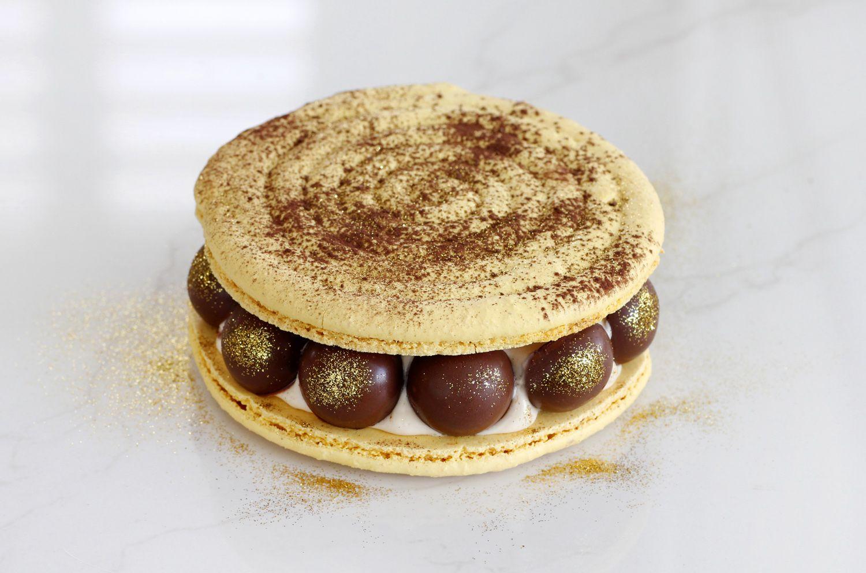 עוגת מקרון חמאת בוטנים, בננה ושוקולד