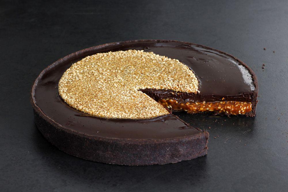 פאי שוקולד ושומשום בקרמל | צילום: נטלי לוין
