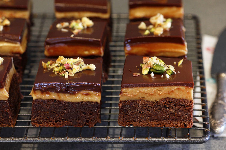 בראוניז שוקולד עם קרם חמאת בוטנים