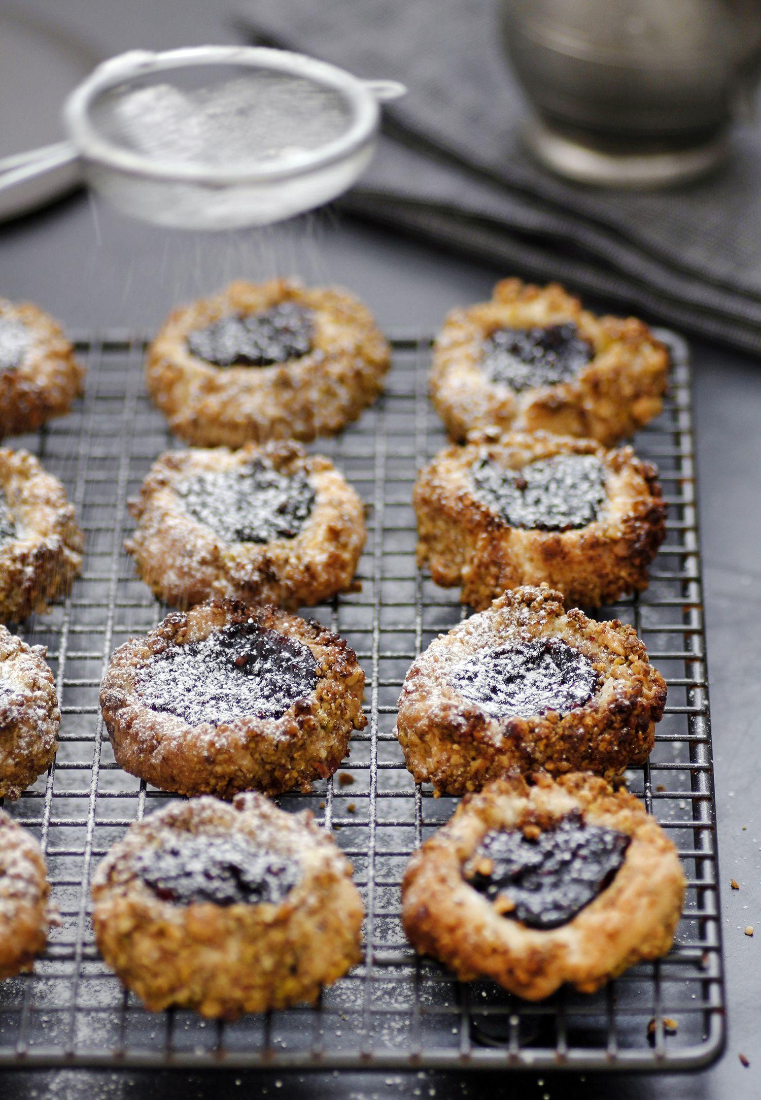 עוגיות טביעת אצבע עם ריבה ואגוזים