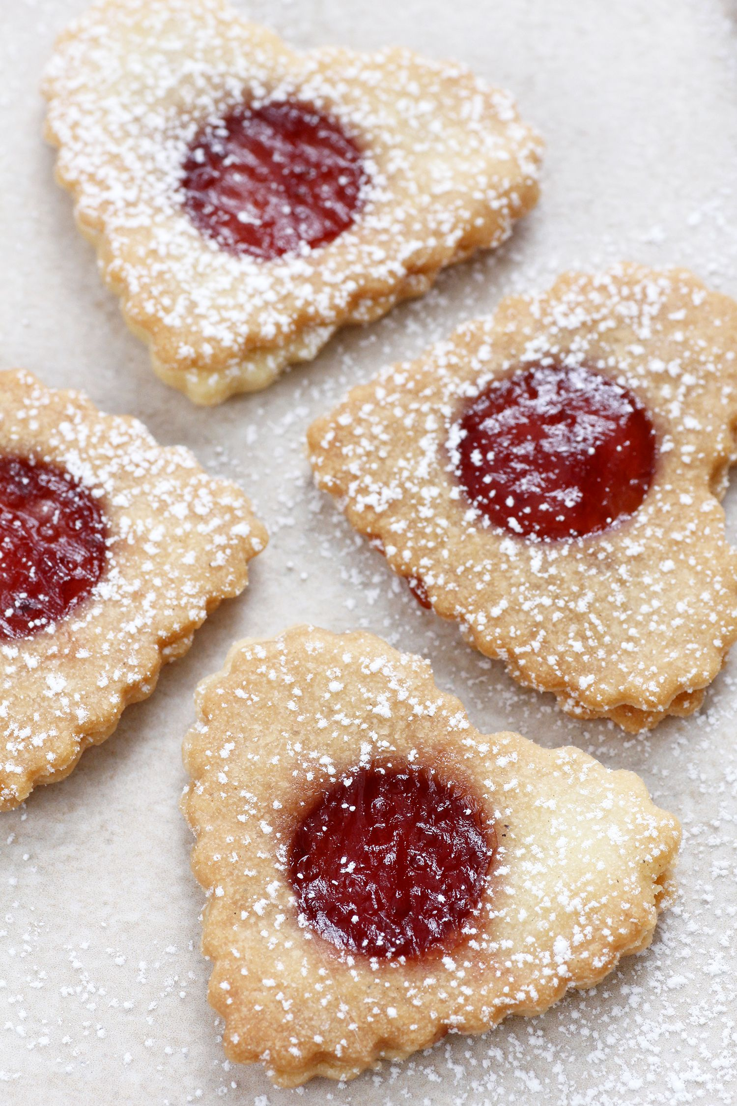 עוגיות סנדוויץ' ריבה ושקדים