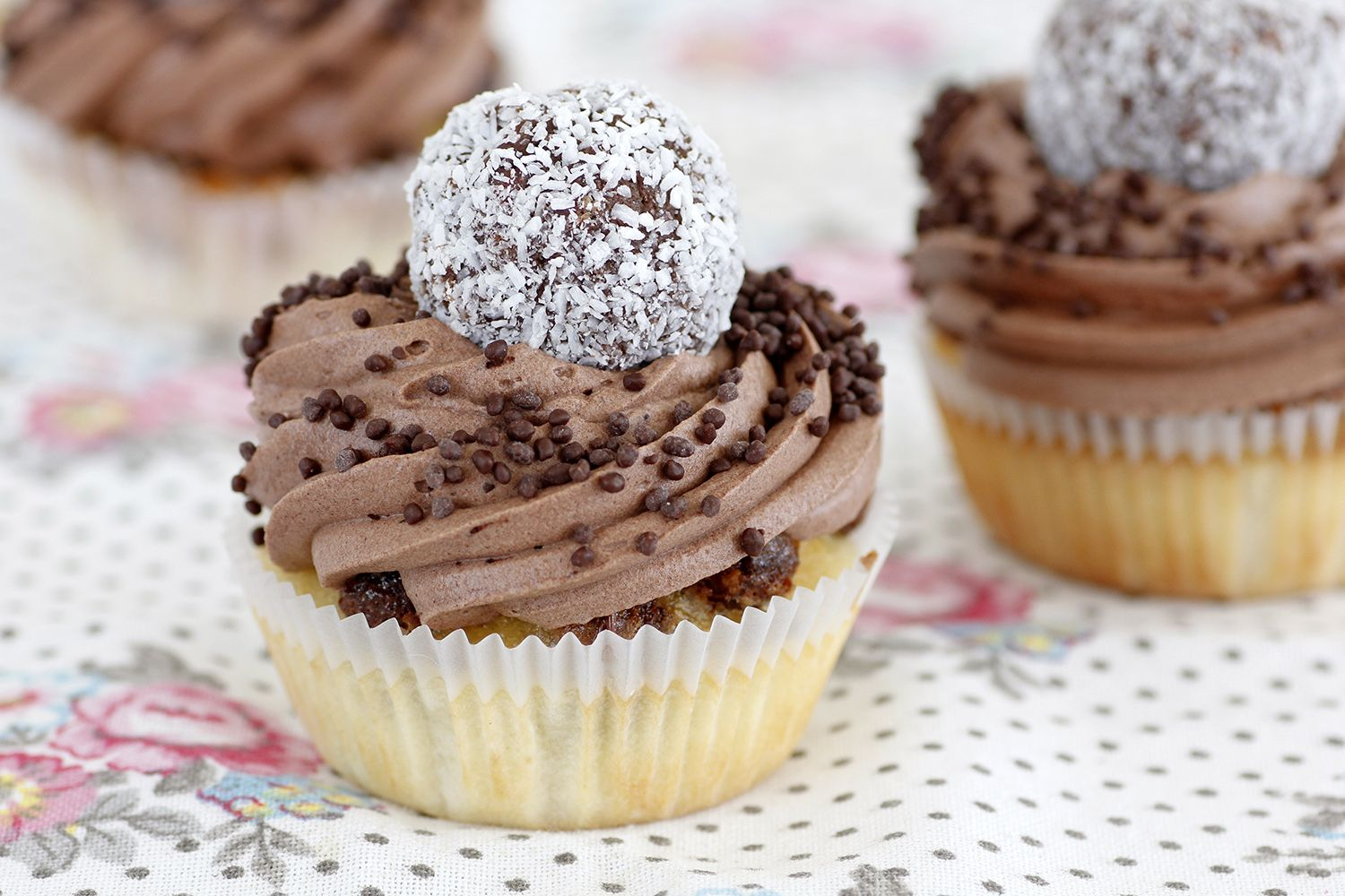 Chocolate Snowballs Cupcakes
