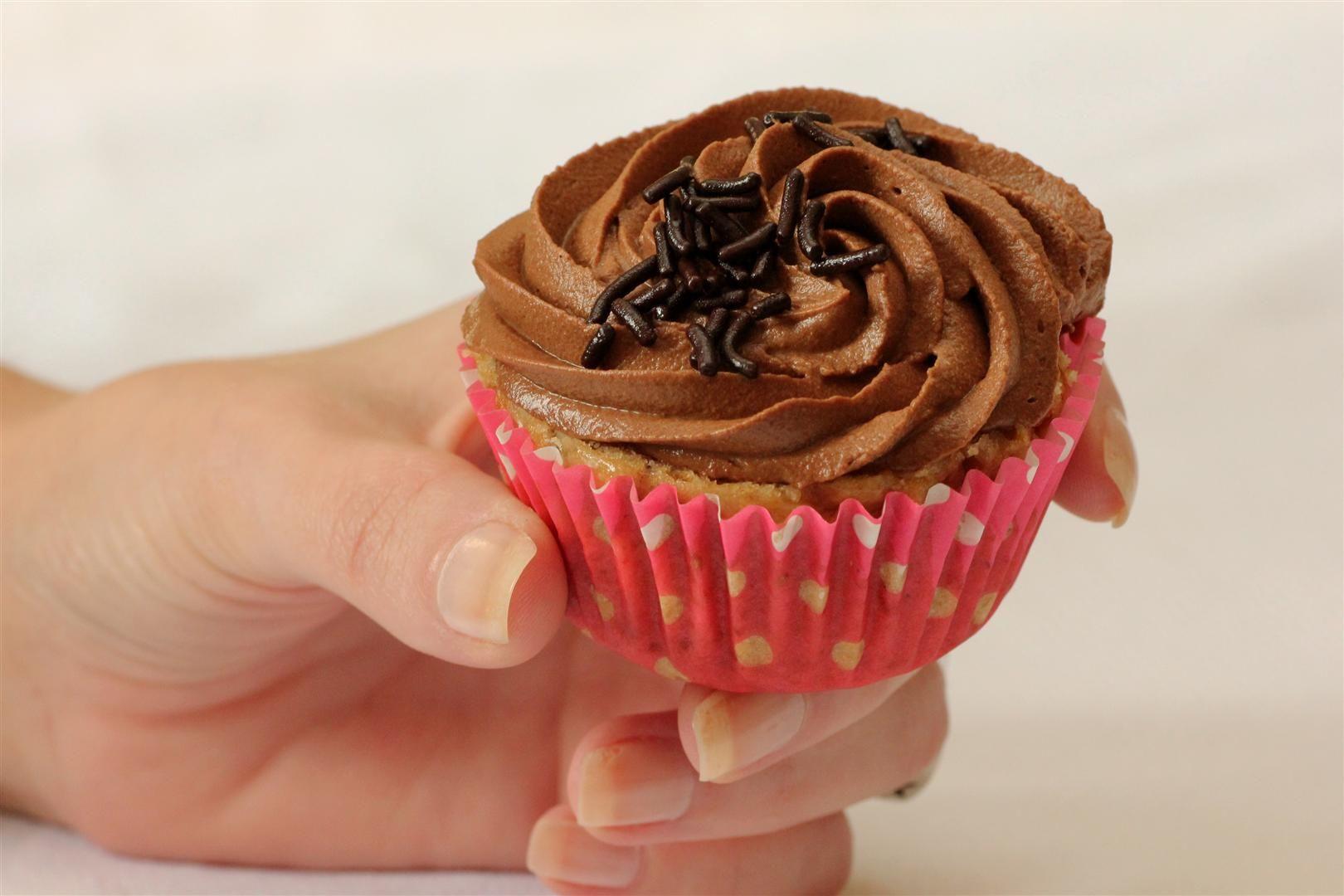 קאפקייקס ערמונים וקפה עם קרם שוקולד | צילום: נטלי לוין