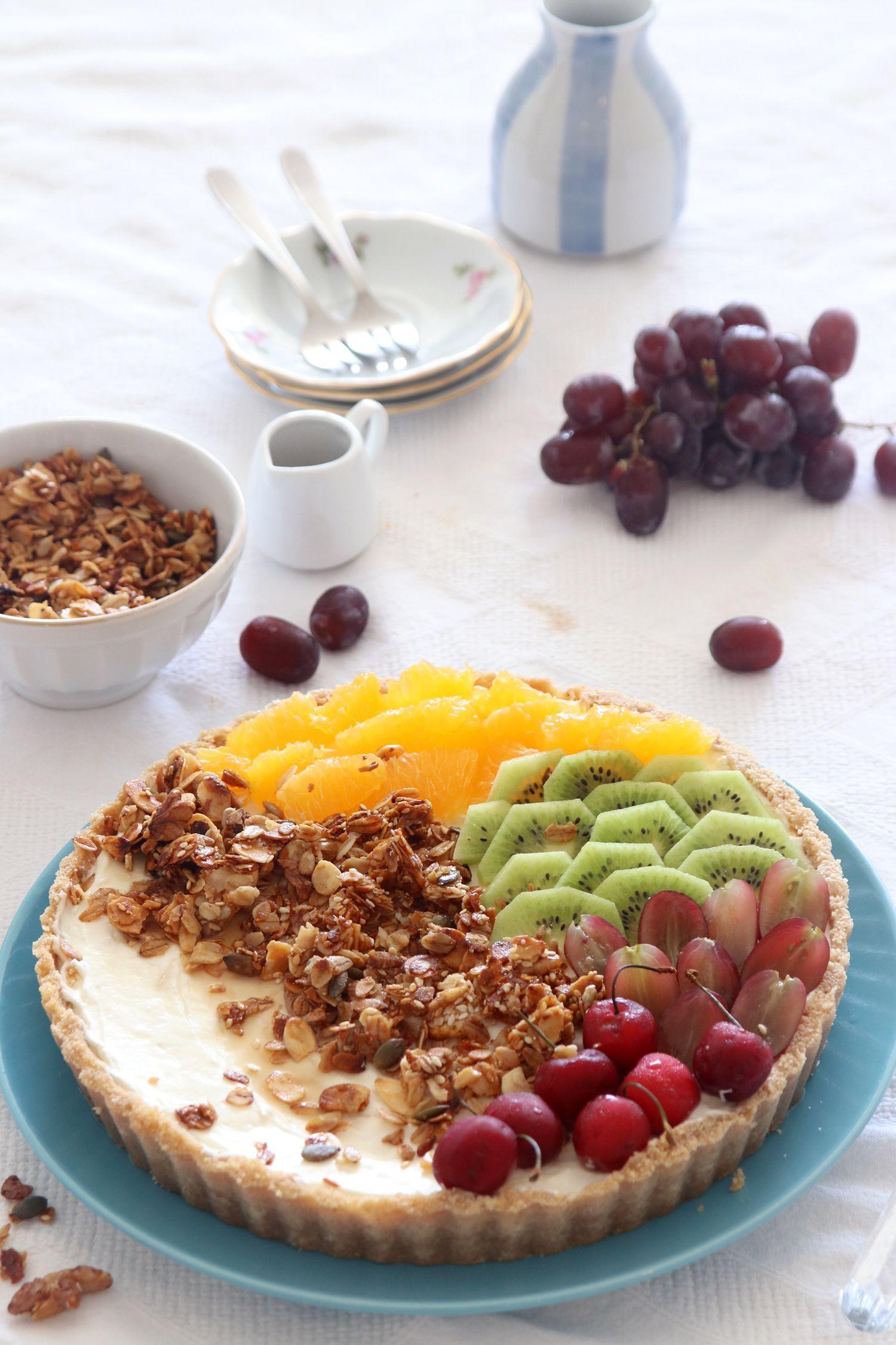 פאי גרנולה ויוגורט עם פירות ללא אפייה | צילום: נטלי לוין