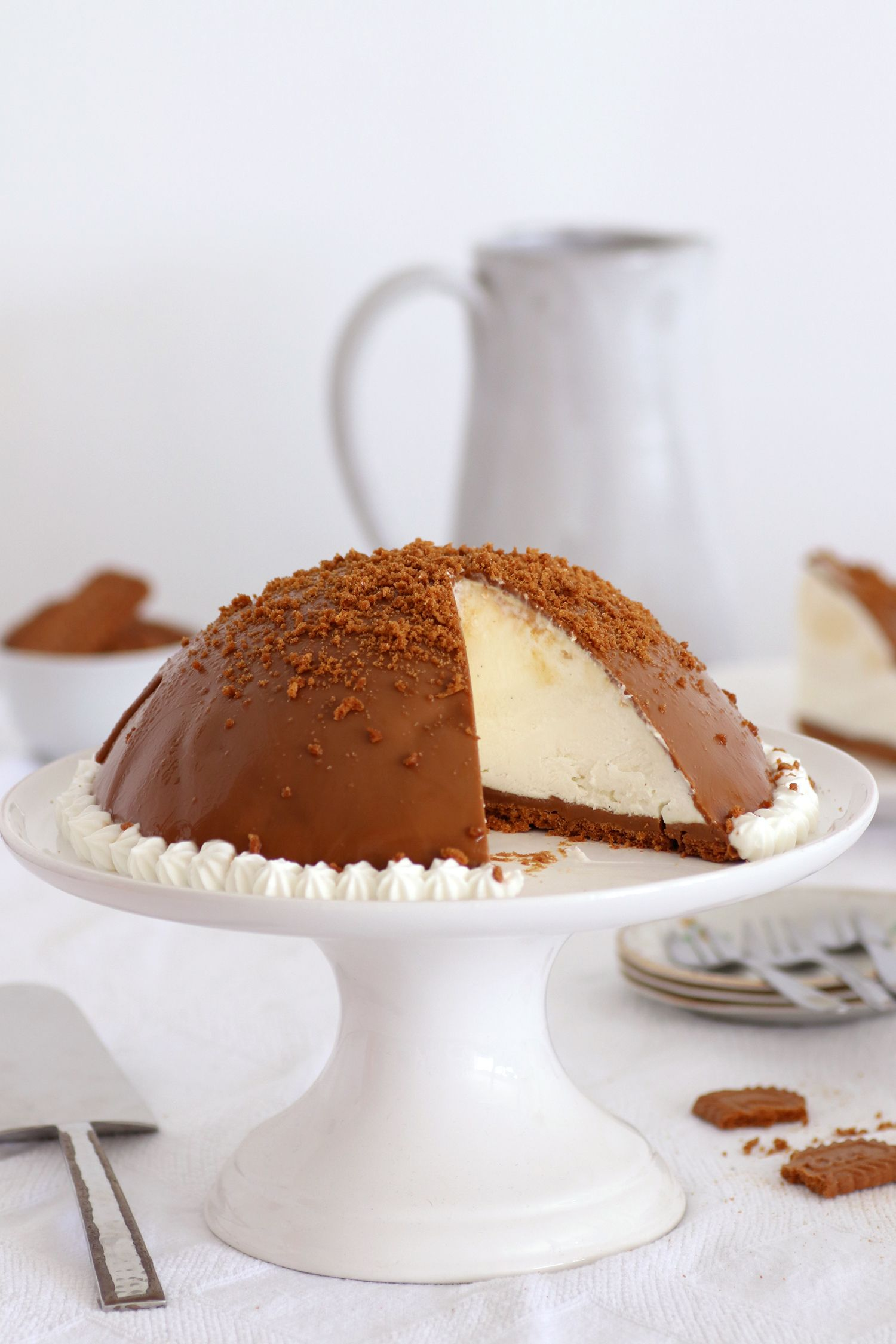 No Bake Biscoff Cheesecake Bomb Cake