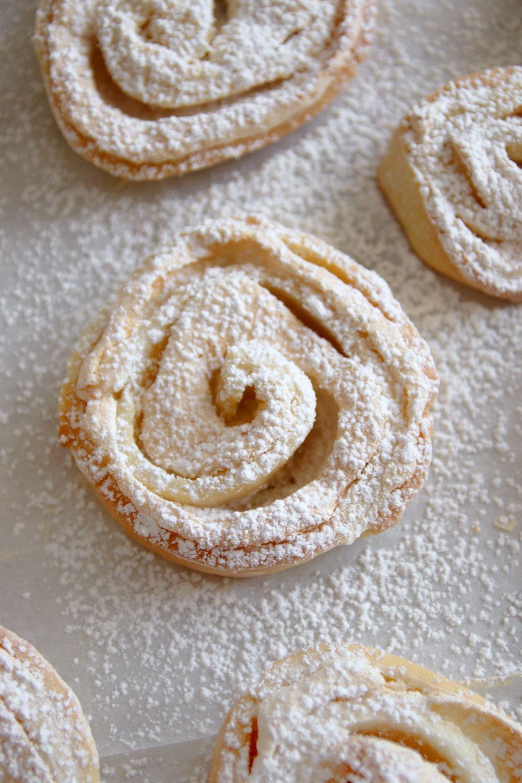 עוגיות שושנים במילוי מרנג