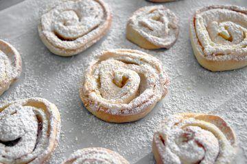 עוגיות שושנים במילוי מרנג | צילום: נטלי לוין