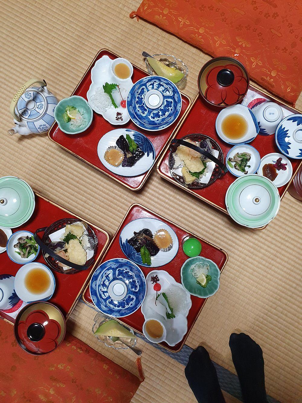 ארוחת ערב טבעונית במנזר Jokiin