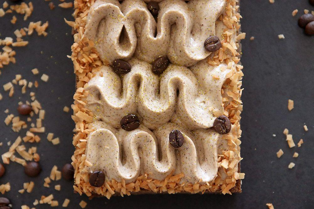 טארט קפה וקוקוס | צילום: נטלי לוין