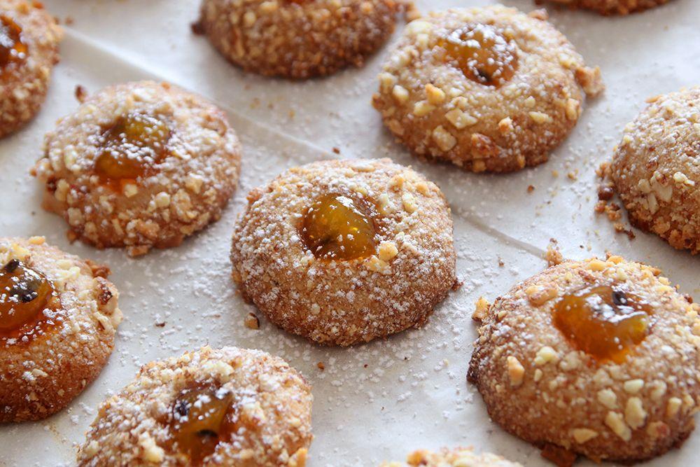 עוגיות שקדים במילוי ריבה | צילום: נטלי לוין