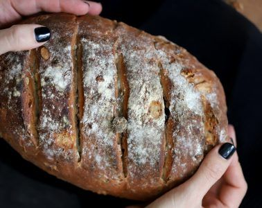 לחם בסיסי תוצרת בית בשלל טעמים | צילום: נטע ליבנה