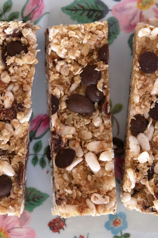 חטיף אנרגיה עם שוקולד צ'יפס ללא אפייה | צילום: נטלי לוין