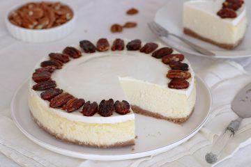 עוגת גבינה עם שוקולד לבן ופקאן