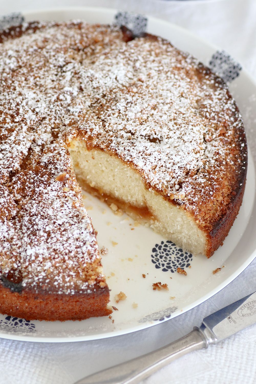 עוגת ריבה וקוקוס טבעונית   צילום: נטלי לוין