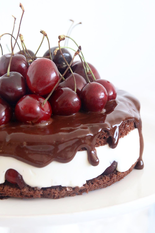 עוגת קוקילידה שוקולד ודובדבנים טבעונית | צילום: נטלי לוין