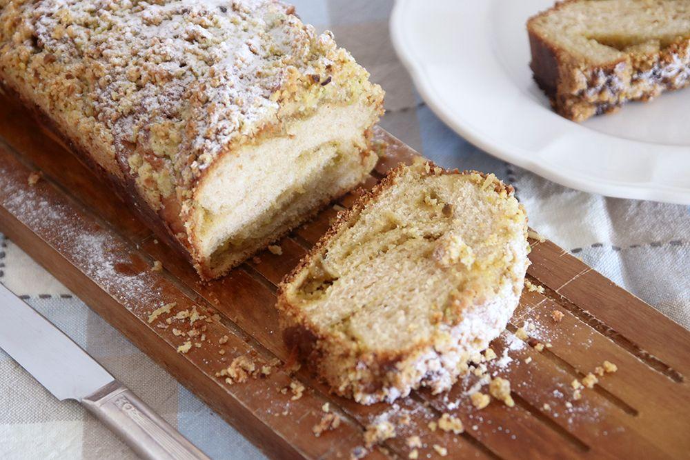 עוגת שמרים במילוי פיסטוק וחלבה | צילום: נטלי לוין