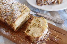עוגת שמרים במילוי פיסטוק וחלבה   צילום: נטלי לוין
