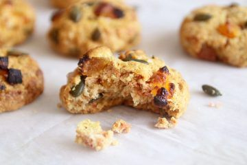 עוגיות מלוחות בשני טעמים: עוגיות קארי | צילום: נטלי לוין