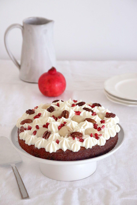 עוגת דבש מקושטת   צילום: נטלי לוין